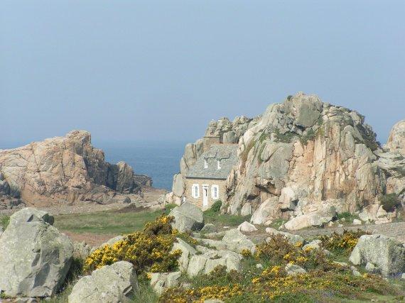 Maison entre les rochers plougrescant pascalie photos club doctissimo - Maison entre les rochers ...
