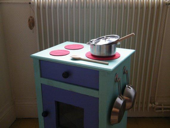 Des idees pour fabriquer une cuisiniere pour enfant for Fabriquer cuisine enfant