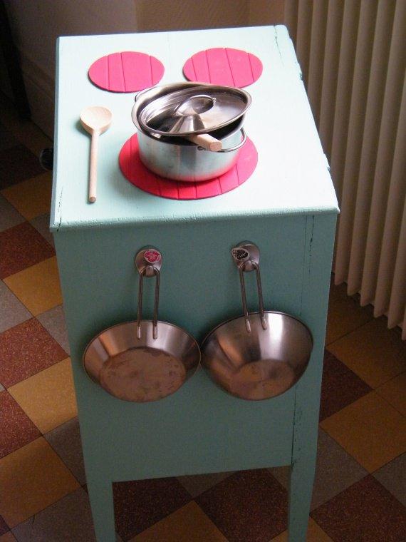 Des idees pour fabriquer une cuisiniere pour enfant - Fabriquer une table de chevet ...