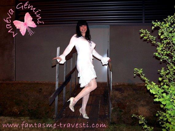 Maéva-travesti-robe-blanche