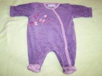 1€ Pyjamas 1 mois je le fais à ce prix là voir photo tache légère de javel dans le dos