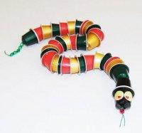 Serpent avec capsule à café