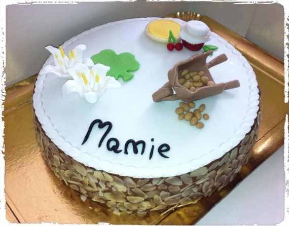déco mamie (brouette/fleurs/tarte/confiture)