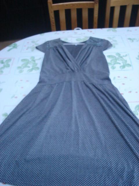 Robe gris pois + dentelle, manches courtes col V T 4 = 44 46 TBE RIU 2
