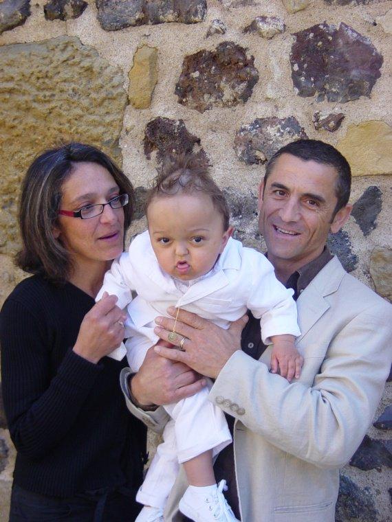 Le samedi 30 mai 2009 mes 2 ans et mon bapt me - Mes parrain son magic ...