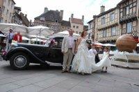 Devant notre voiture de mariés