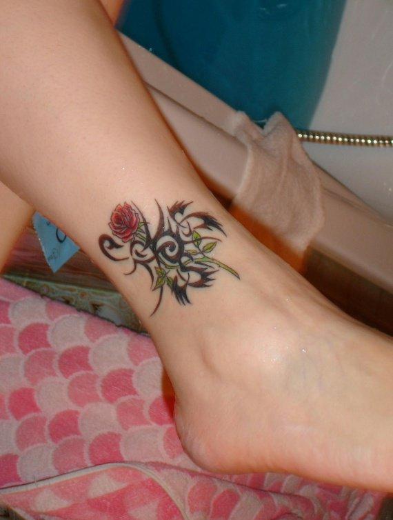 tatouage rose femme cheville. Black Bedroom Furniture Sets. Home Design Ideas