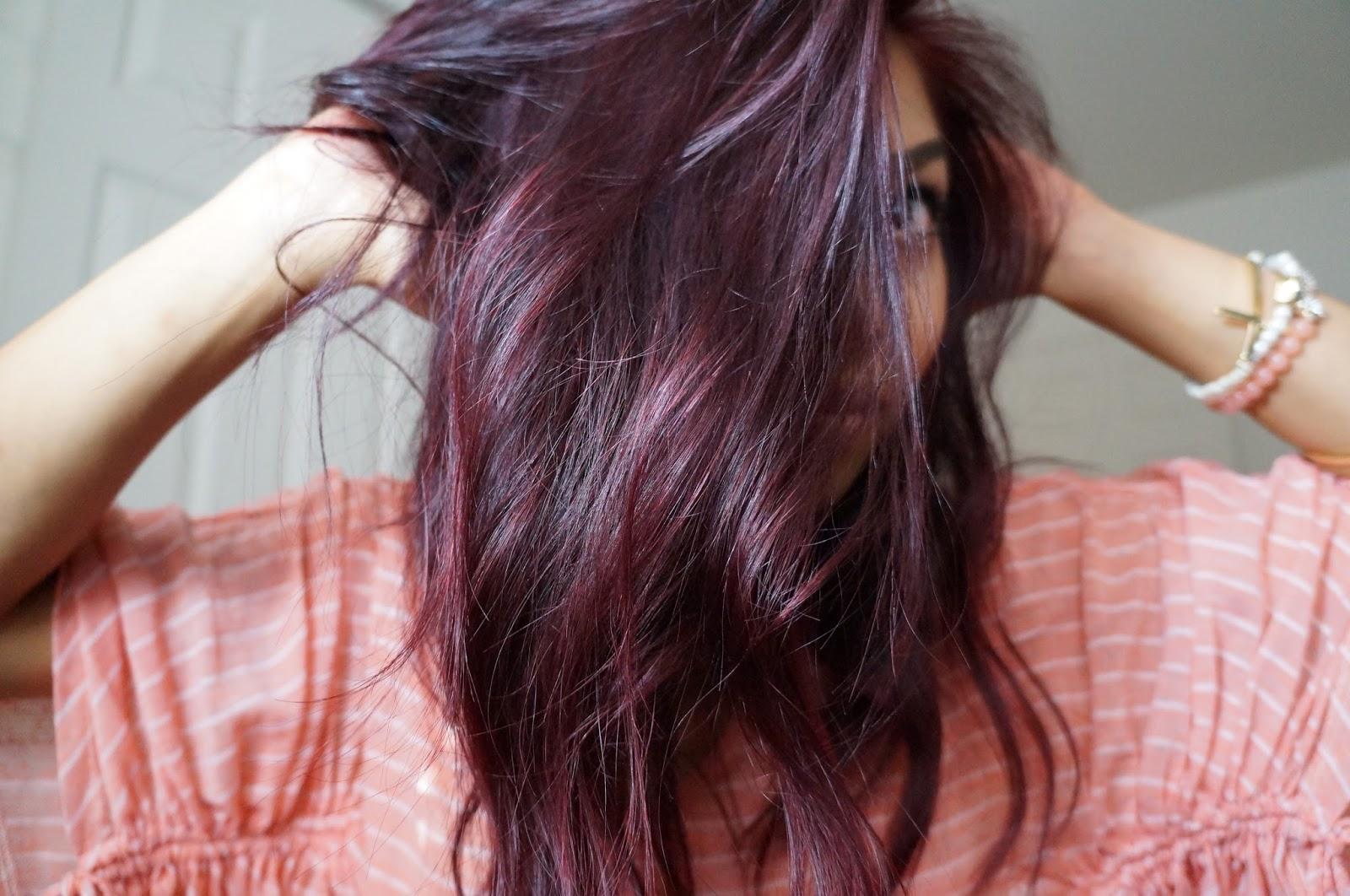 Couleur de cheveux reflet mauve