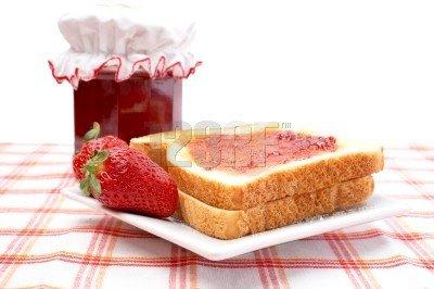 صباحكم ومسائكم حب  احلى شهداويه فى الدنيا - صفحة 2 Petit-dejeuner-tranches-confiture-fraise-img