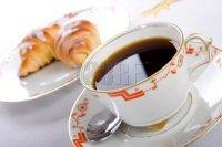 tasse petit déj croissants