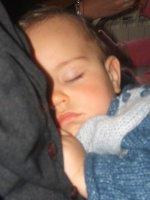 karlito qui s'est endormi sur maman