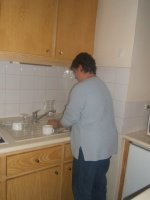 carine fait la vaisselle !!!!!