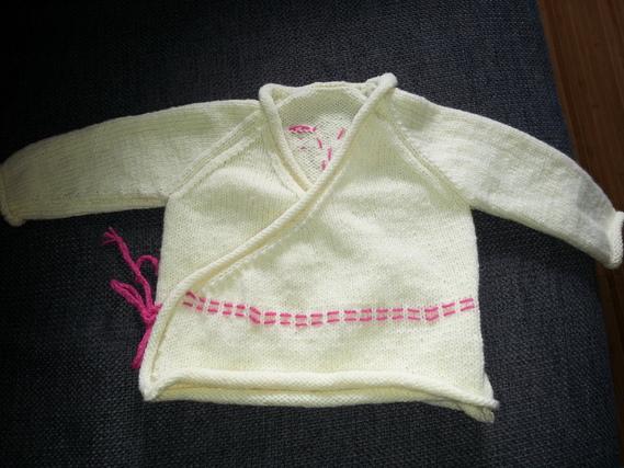 brassière 1 mois devant en tricot