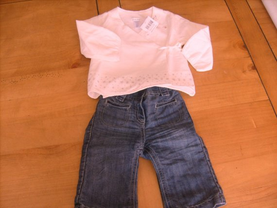 Ensemble  obaibi  avec cache- coeur NEUF et jean porté 2/3 fois , 6 mois ,8 €.