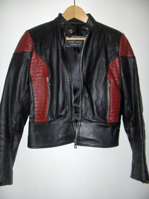 blouson cuir rouge et noir style motard femme. Black Bedroom Furniture Sets. Home Design Ideas