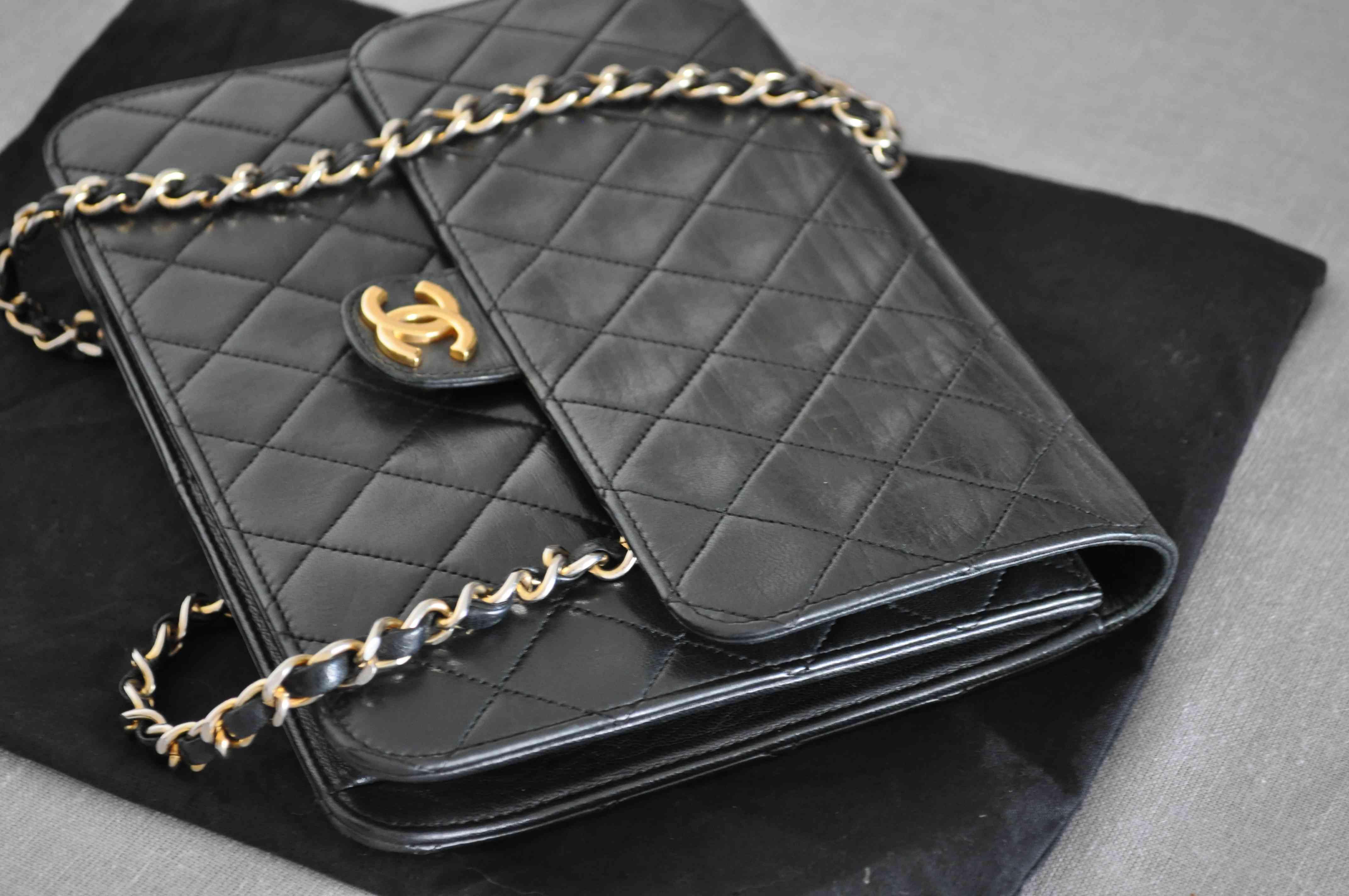 a61c6a854446 Aide à propos d un modèle ancien du Chanel 2.55 - Forum libre Beauté ...