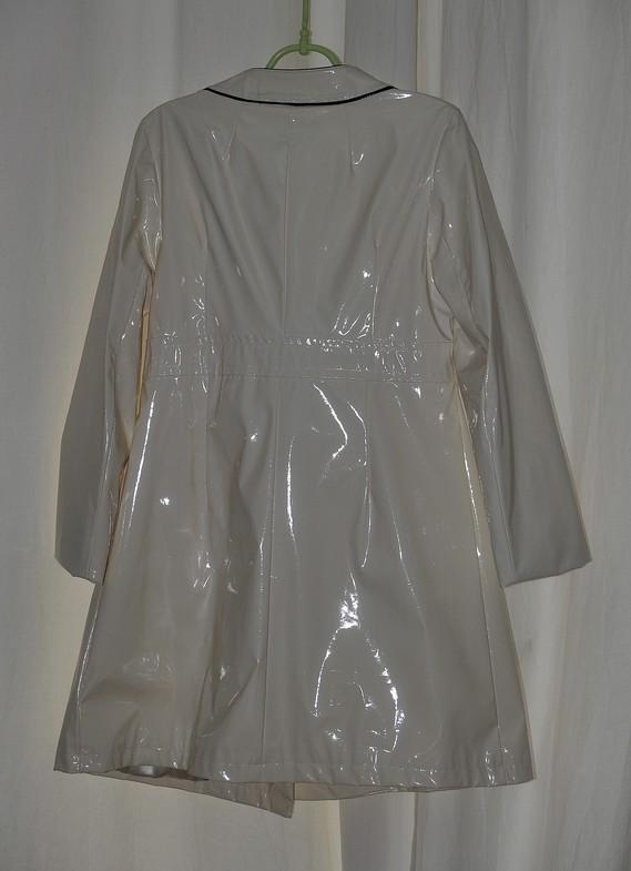 Manteau vinyl court de dos