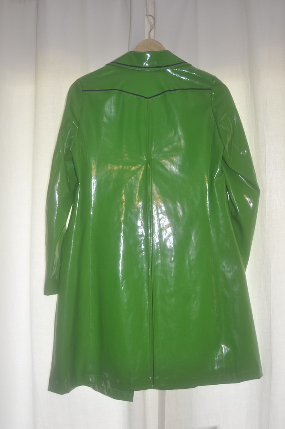 Ciré vert avec pli creux au dos