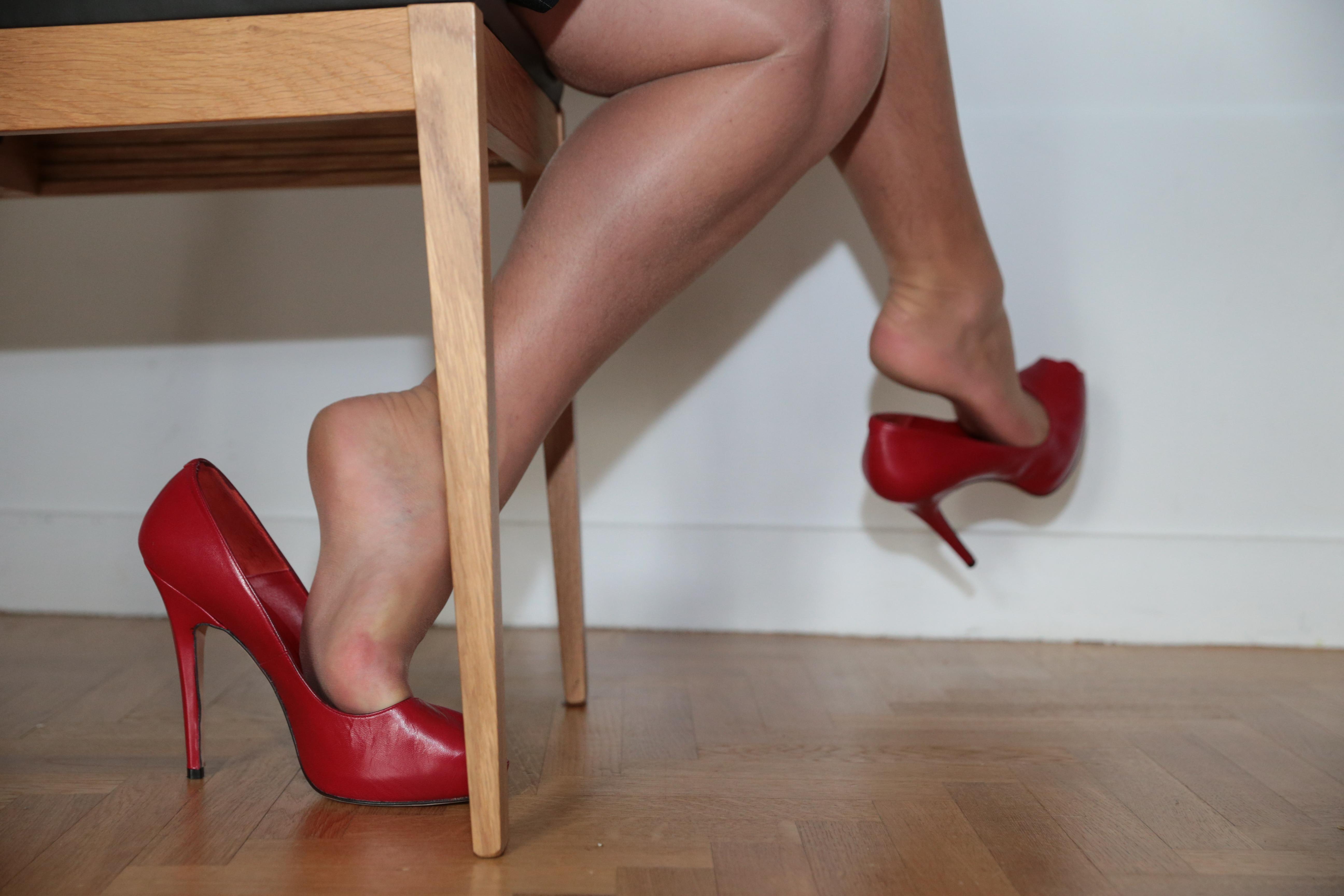 High heel dangle on the london underground train 10