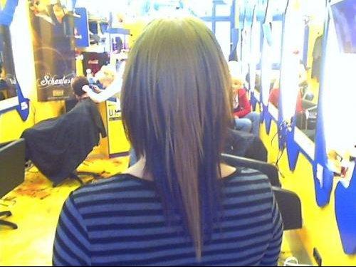 Coupe de cheveux long en pointe derriere