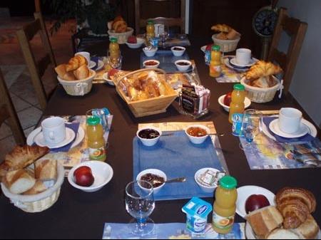 jeudi 24 Juillet Coin-repas-petit-dejeuner-cm-img