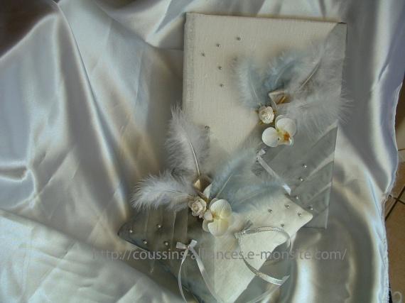 ensemble livre d 39 or et coussin lin blanc et gris les ensembles livre d 39 or coussin tirelire. Black Bedroom Furniture Sets. Home Design Ideas