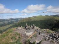 en haut du Puy Violent, cairns