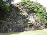 Fontanges chapelle monolithe vue de l'extérieur