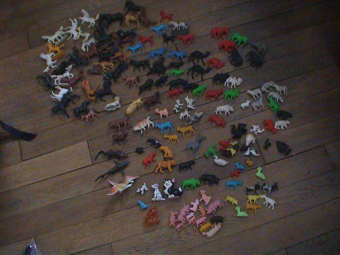gros lot animaux en plastique 10 euros jouets enfants. Black Bedroom Furniture Sets. Home Design Ideas