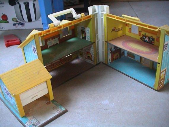 ancienne maison de poupee qui s ouvre fischer price jouets enfants cendrinet photos club. Black Bedroom Furniture Sets. Home Design Ideas
