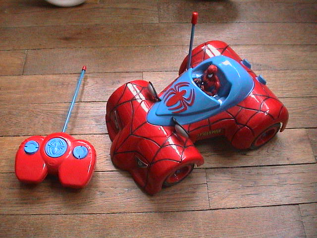 jolie voiture telecommandee spiderman 30 euros jouets enfants cendrinet photos club. Black Bedroom Furniture Sets. Home Design Ideas