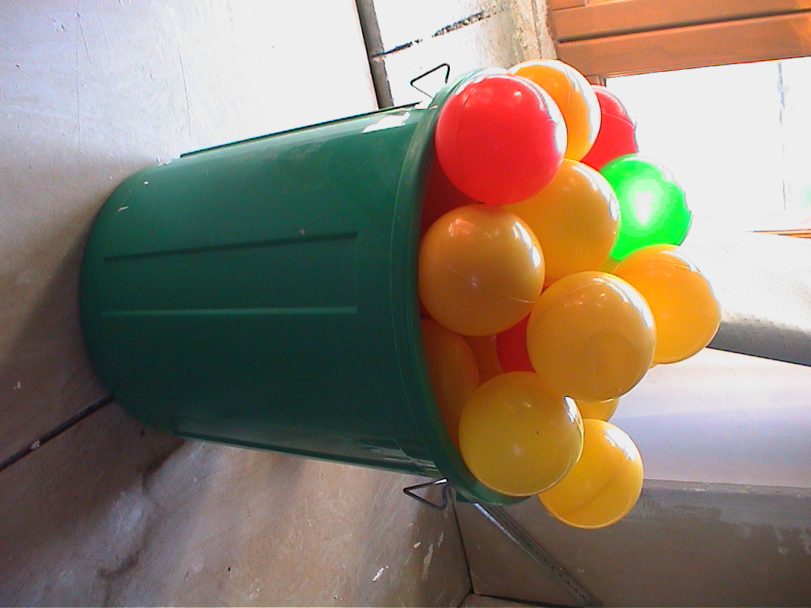 Lot de balles plastique pour piscine 5 euros jouets for Piscine a balle jouet club