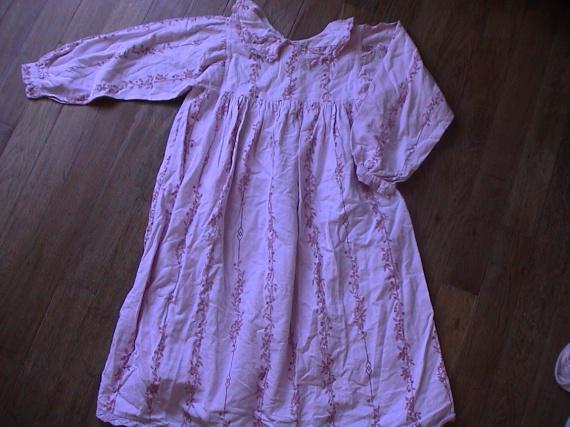 chemise de nuit 10 12 ans 3 euros vetements fille de 3 ans a 16 ans cendrinet photos. Black Bedroom Furniture Sets. Home Design Ideas