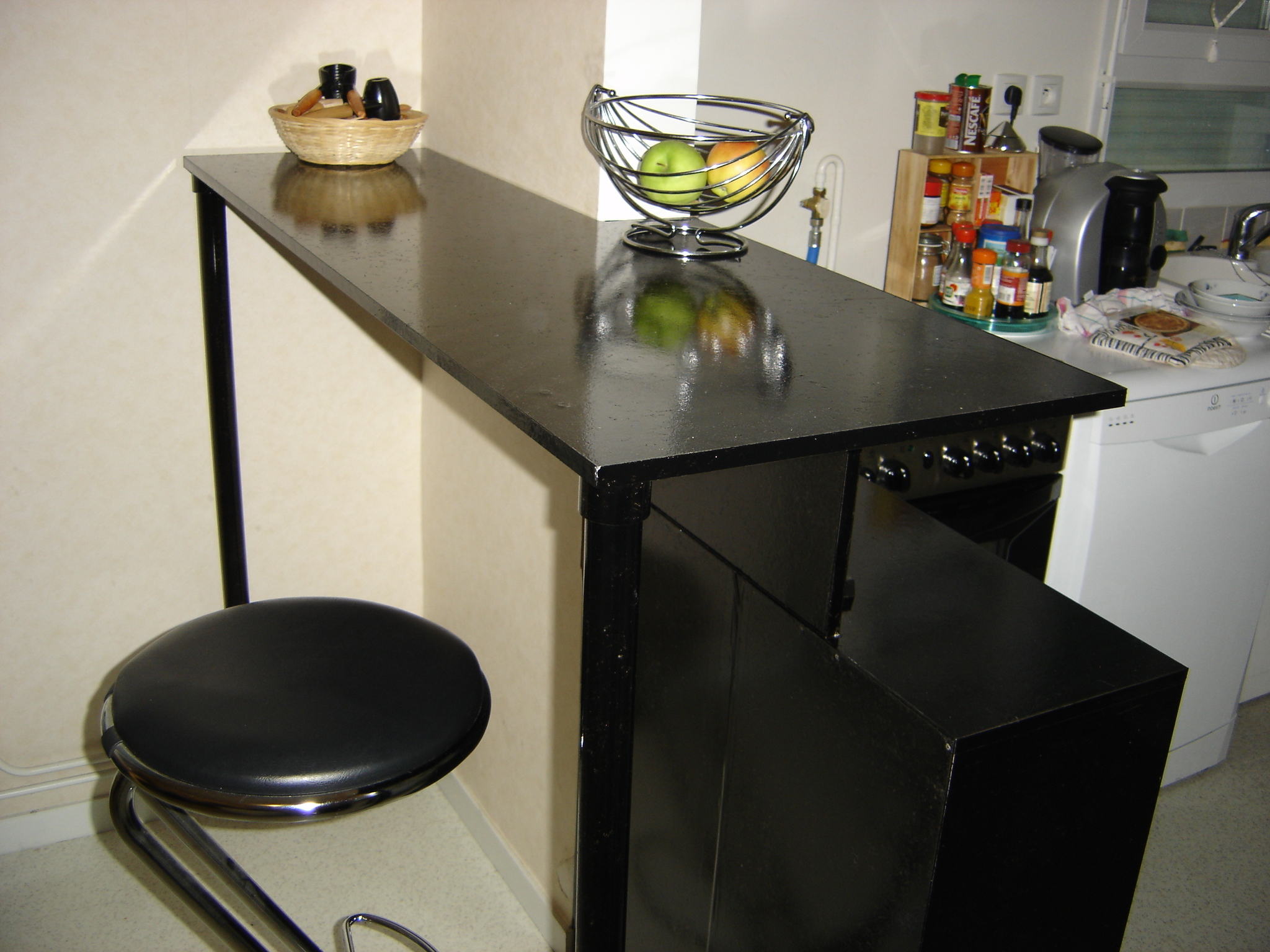 etape 5 rangement bar fabrication maison kiraya photos club doctissimo. Black Bedroom Furniture Sets. Home Design Ideas