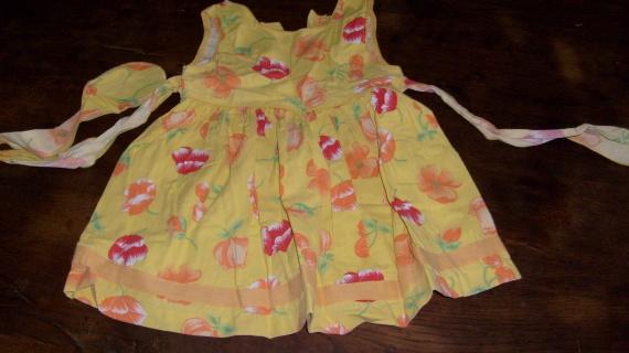 robe jaune à fleurs 18M - 1,50 euros