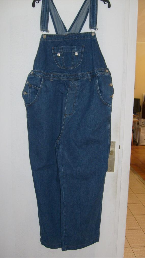 Salopette en jean taille 44 PRIX 5 EUROS