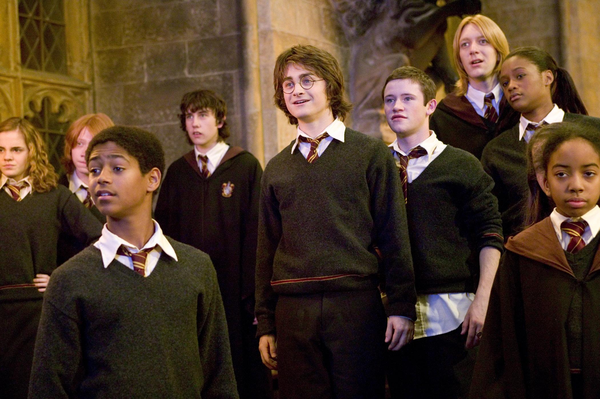 Jeu des images (version HP) - Page 5 Photos-officielles-hermione-neville-gryffondor-big