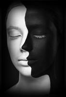 FEMME NOIR & BLANC