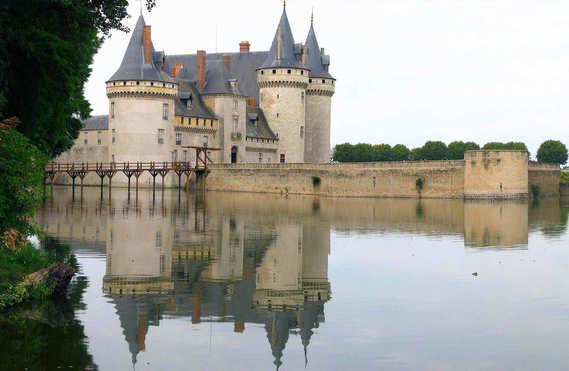 Château de Sully-sur-Loire dans le Loiret