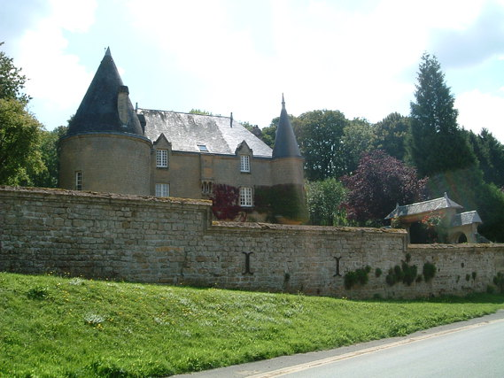 Château de Remilly-les-Pothées dans les Ardennes