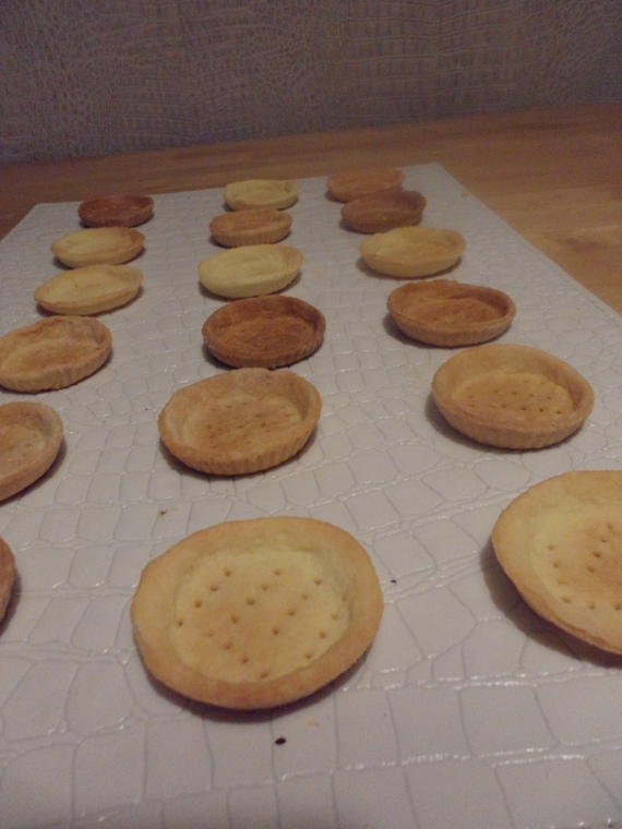 Fonds de tartelettes en pâte sablée cuits