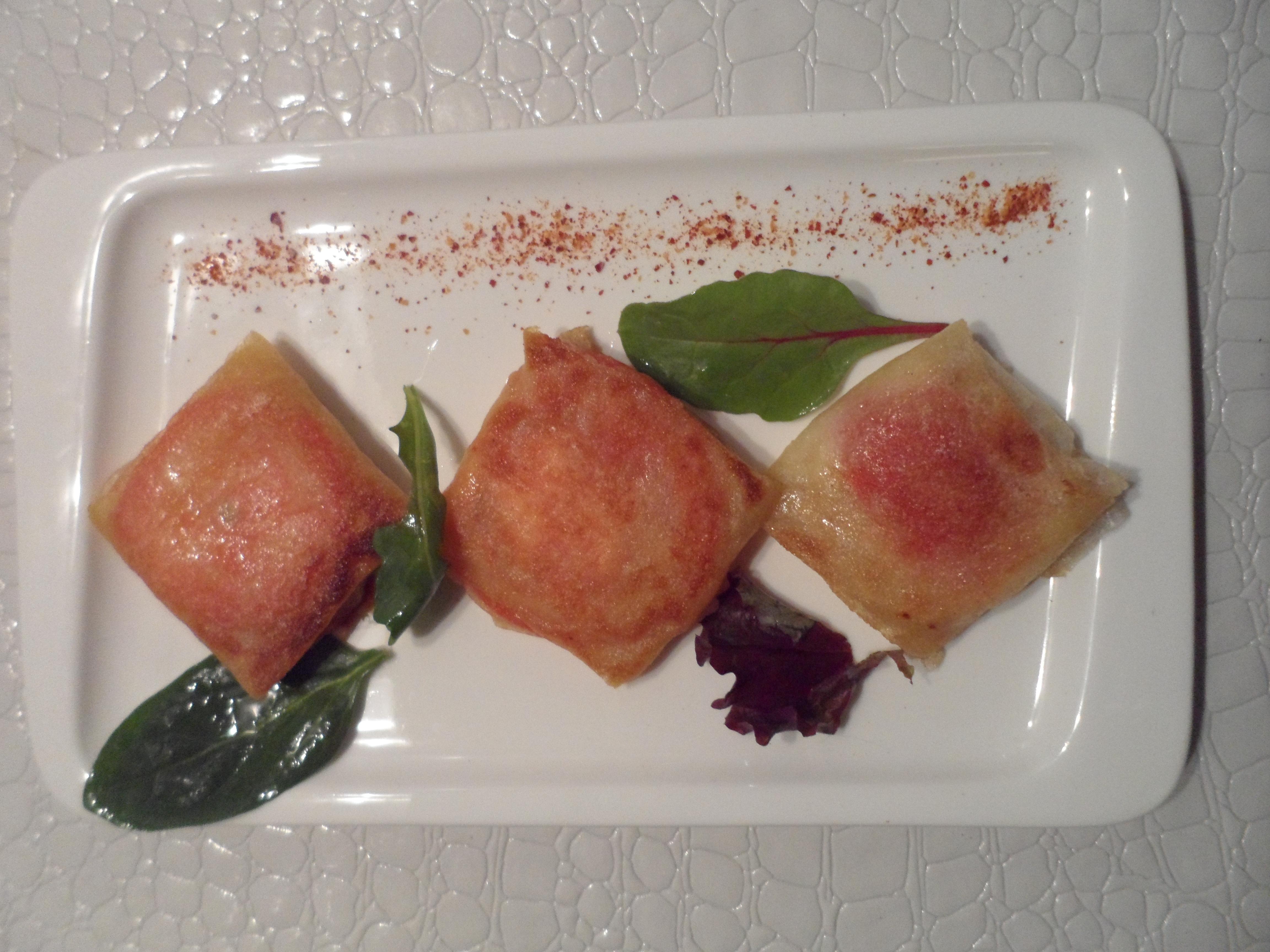 Brick de chèvre, miel, tomate et pointe de piment d'Espelett