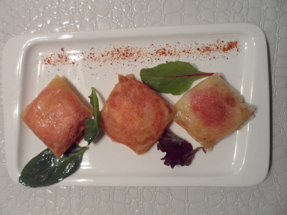 Brick de chèvre, miel, tomate et piment d'Espelette