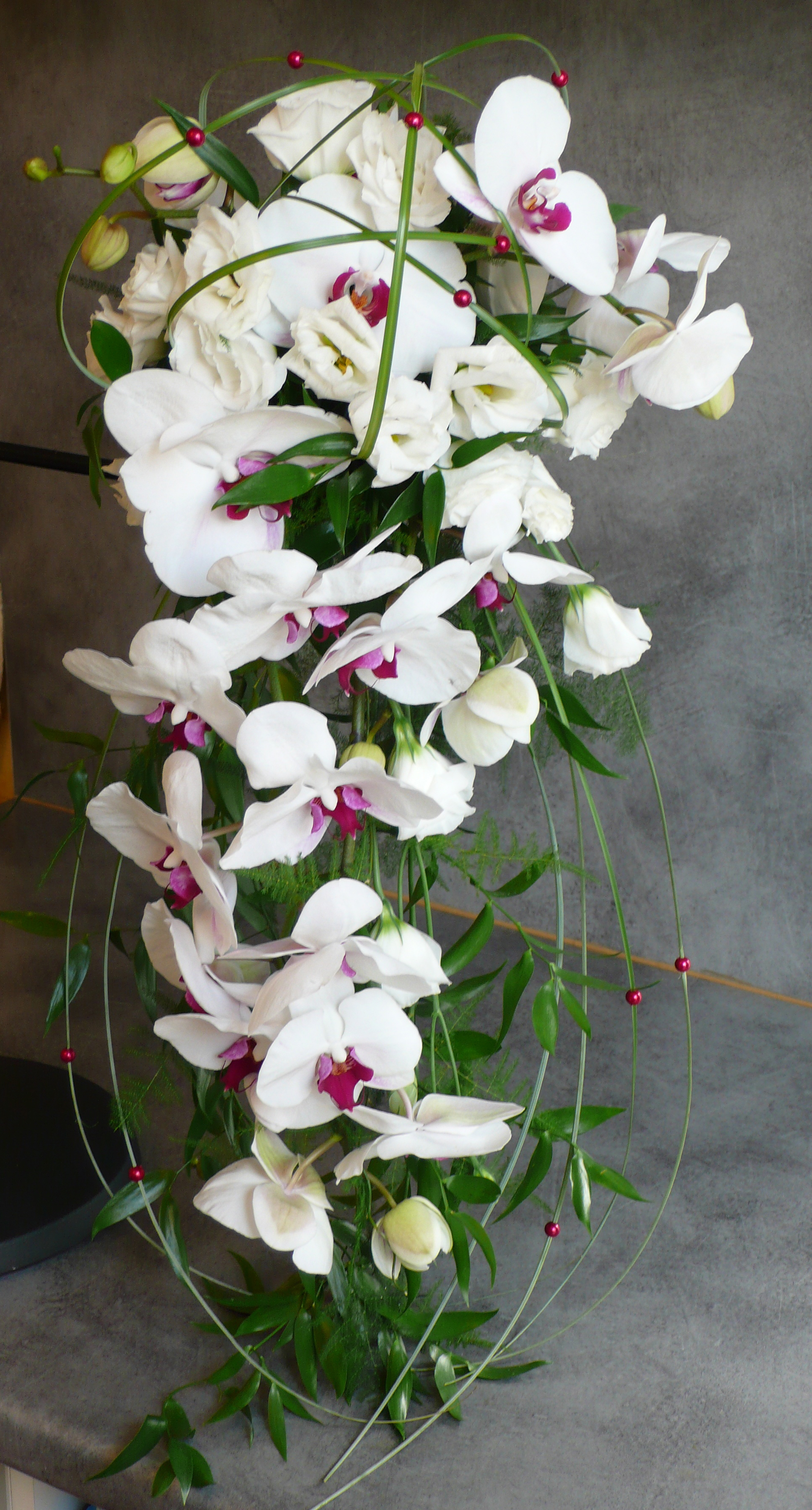 Bouquet mari e orchid e ruscus asparagus beargrass perles fleurs mariage lasourisverte10 - Bouquet mariee orchidee ...
