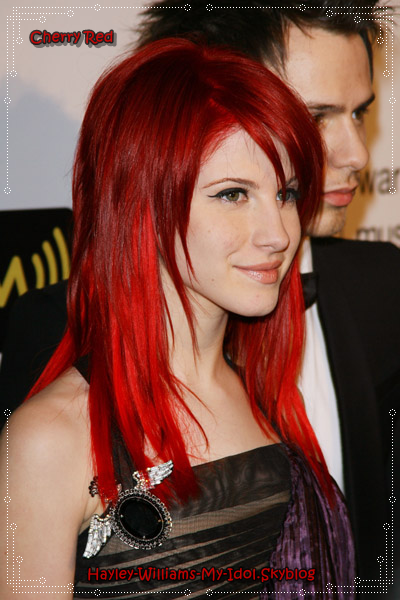 limage en grand - Coloration Cheveux Rouge Cerise
