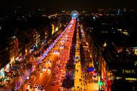 - Paris avenue des Champs Elysées