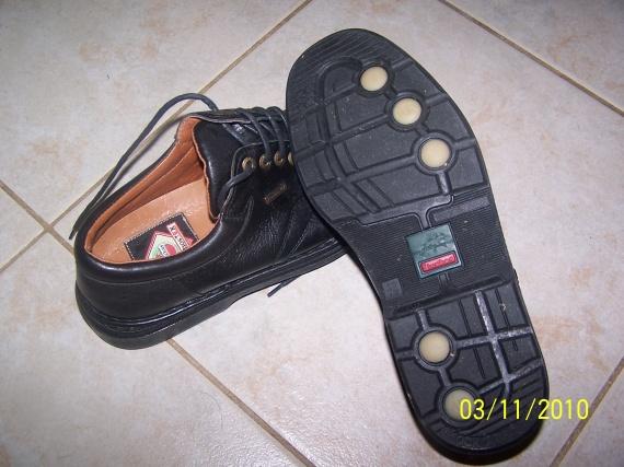 chaussure fluchos fait la main taille 42 prix 50. Black Bedroom Furniture Sets. Home Design Ideas