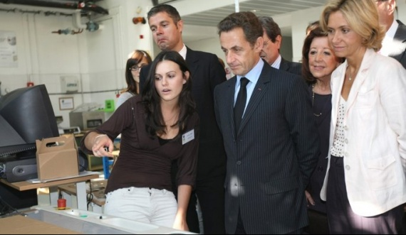actu-politique-sarkozy-jeunes_articlephoto