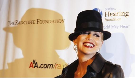 Sharon-Stone-chapeau-noir_articlephoto