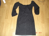 taille 34 : robe noire 6 €
